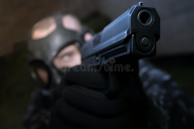 Download Gripande under arkivfoto. Bild av targeting, brand, skjutit - 505440