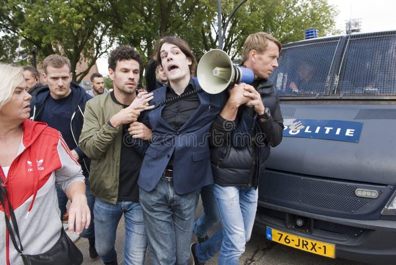Gripande under protest royaltyfria bilder