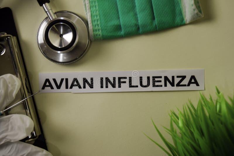 Gripe aviar con la inspiración y atención sanitaria/concepto médico en fondo del escritorio fotos de archivo libres de regalías
