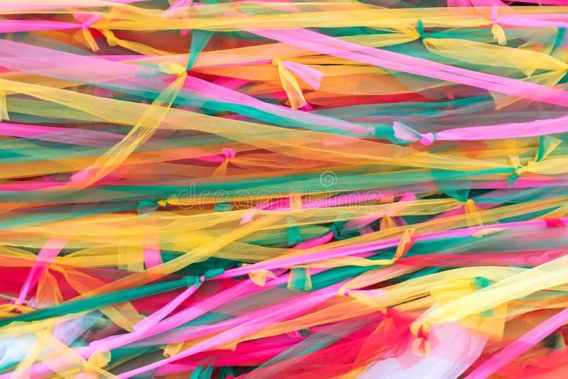Grippage coloré de vêtements images libres de droits