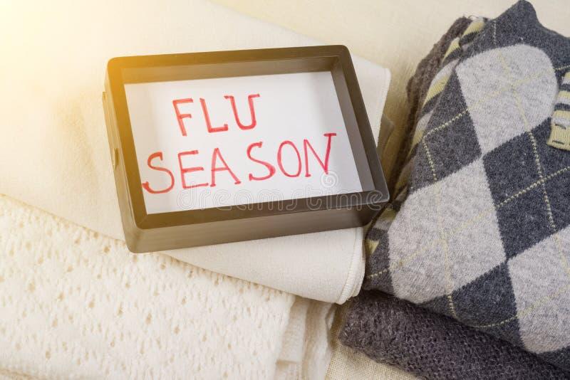 Download Grippe-Saison - Textrahmen Hintergrund - Warme Woolen Kleidung Stockbild - Bild von blatt, becher: 106802687
