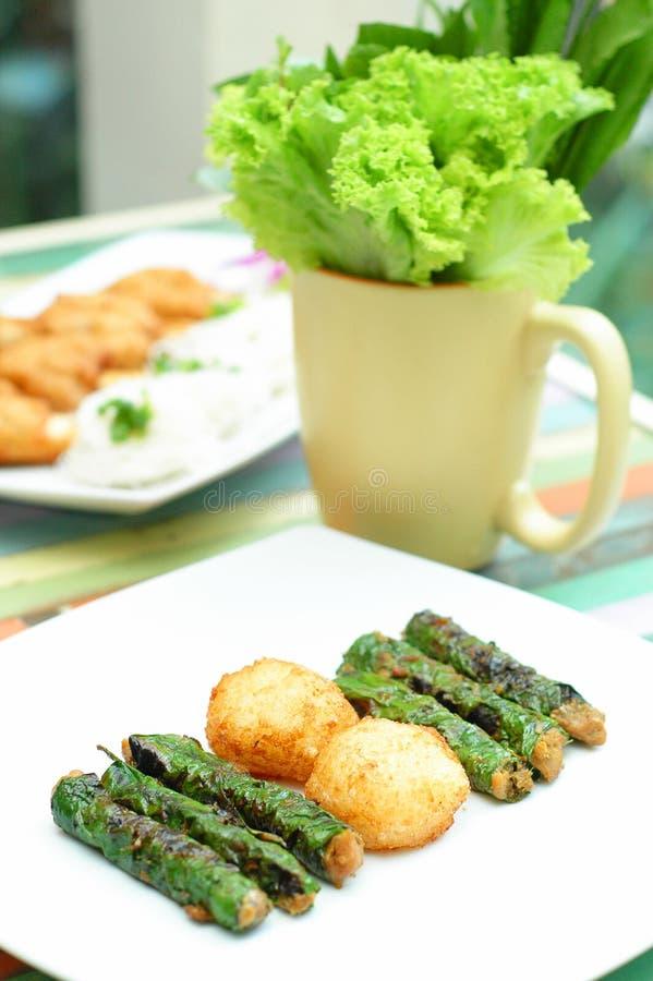 Griskött med veggiesjalen royaltyfri fotografi
