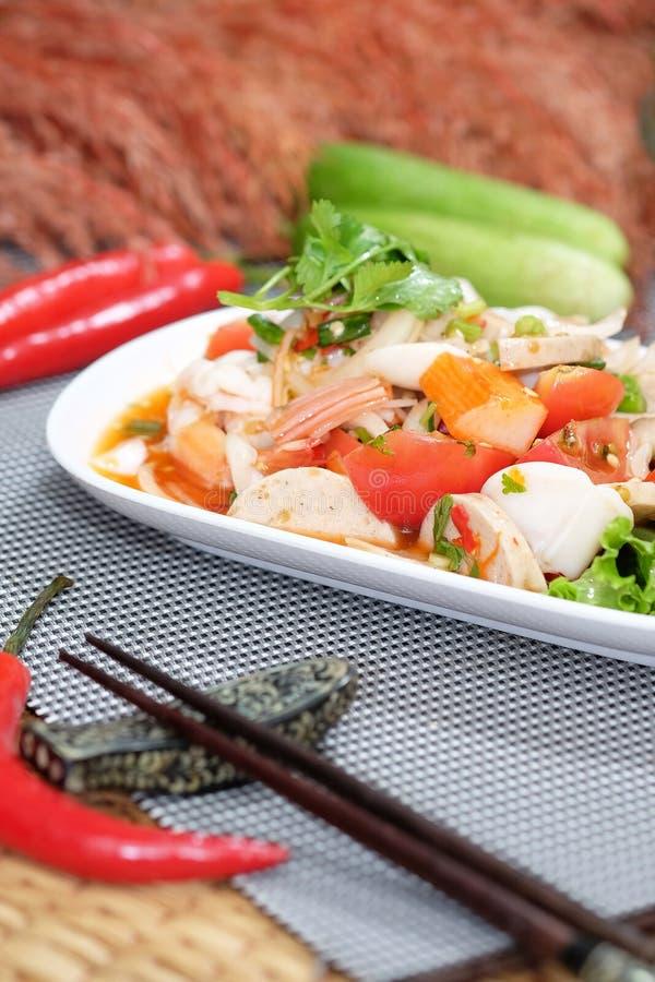 Griskött och havs- kryddig sallad royaltyfri foto
