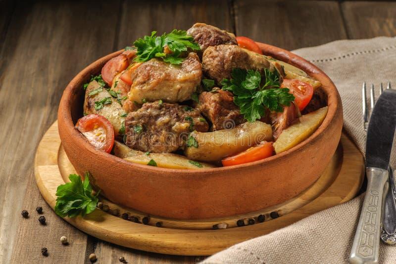 Griskött- och potatismaträtt royaltyfri fotografi