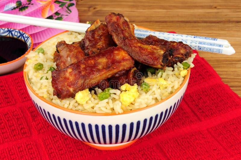 Grisköttstöd för kinesisk stil med ägget Fried Rice fotografering för bildbyråer