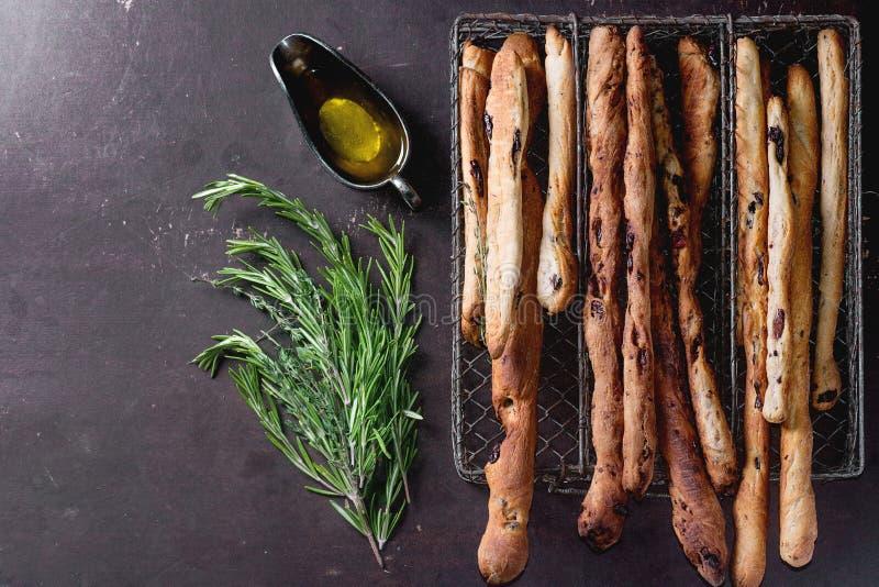 Grissinibrood en olijfolie stock fotografie