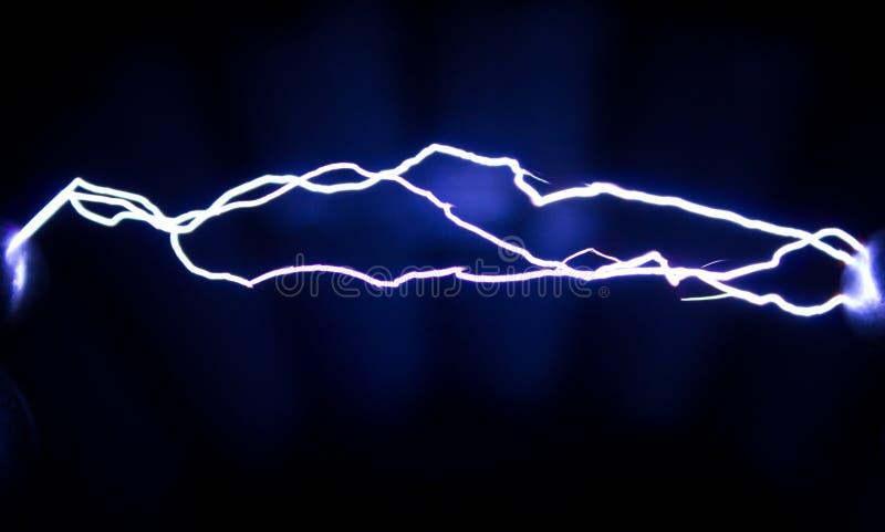 Gristra elektrisk dischargeÑŽ banan av en elektrisk urladdning för gnista royaltyfria foton