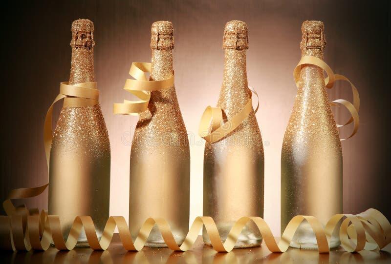 Gristra guld- bruna julflaskor med snör åt fotografering för bildbyråer