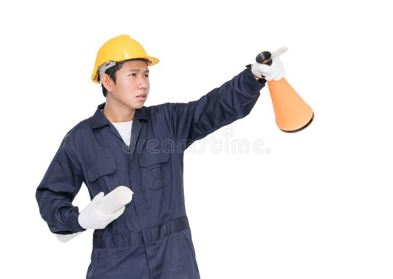 A gritaria do trabalhador novo para anuncia através de um megafone imagens de stock royalty free