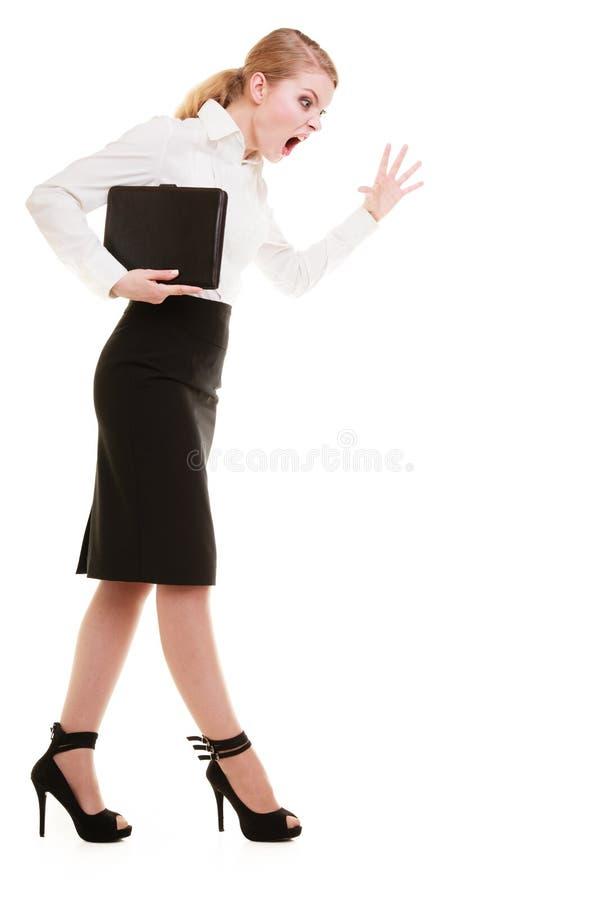 Gritaria gritando do professor louco completo da mulher de negócios do comprimento imagens de stock