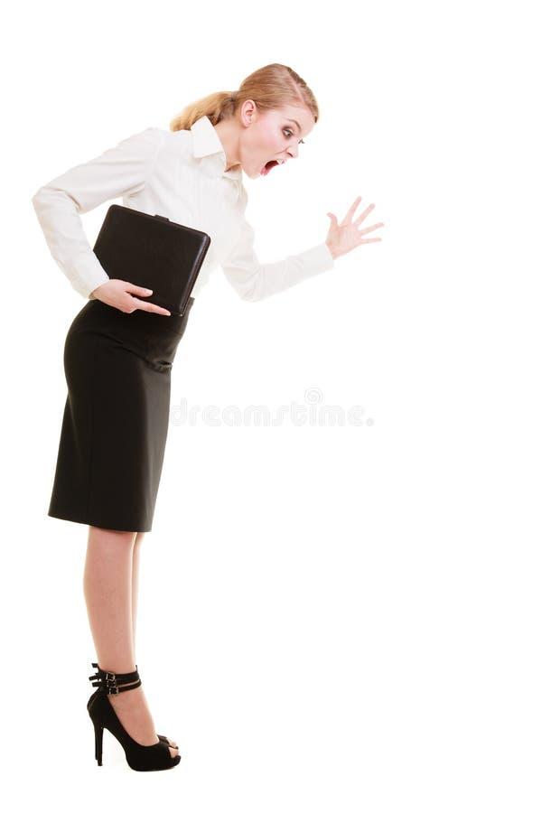 Gritaria gritando do professor louco completo da mulher de negócios do comprimento fotografia de stock