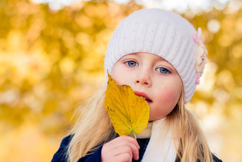 Griterío de la muchacha imagen de archivo libre de regalías