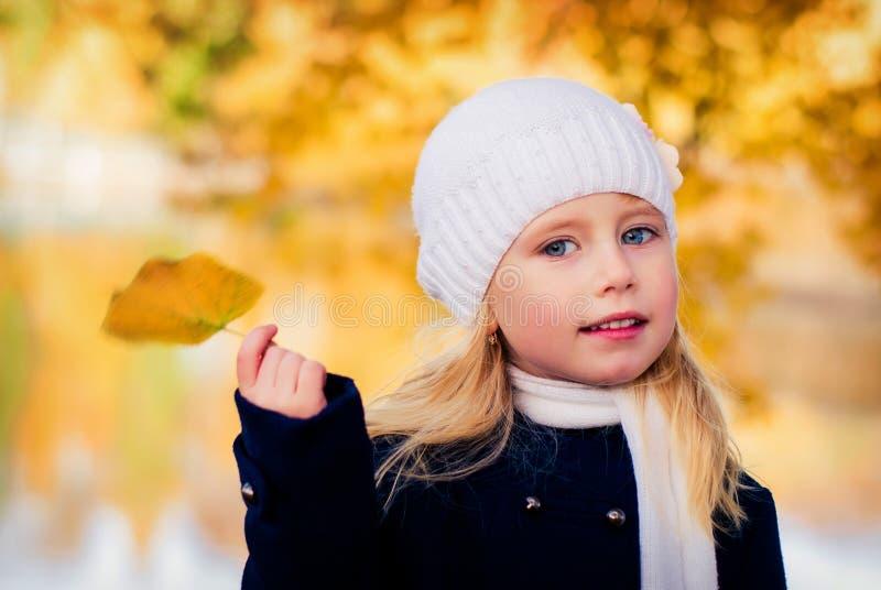 Griterío de la muchacha fotografía de archivo libre de regalías