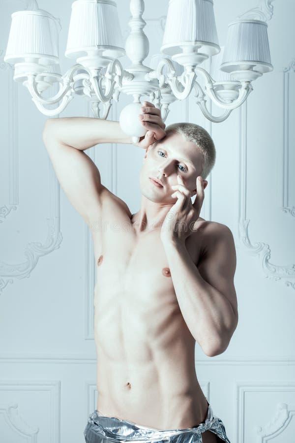 Griterío masculino del albino imágenes de archivo libres de regalías