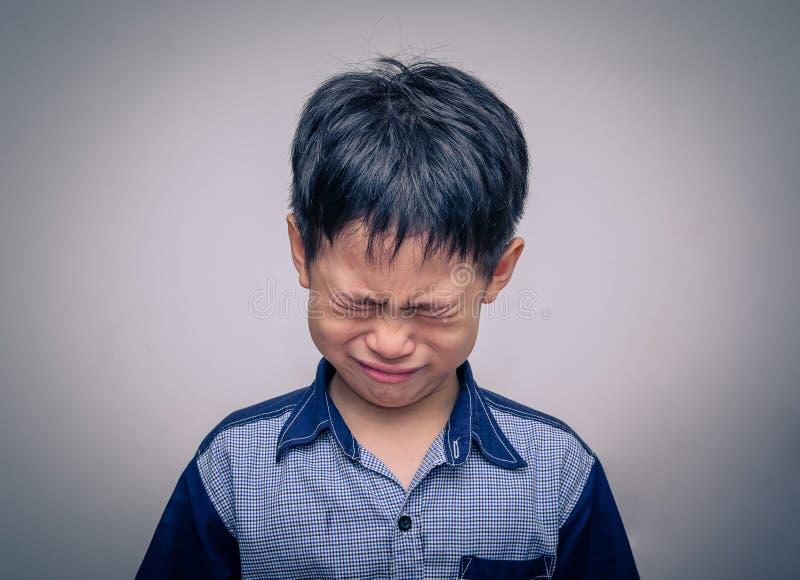 Grito asiático do menino imagem de stock