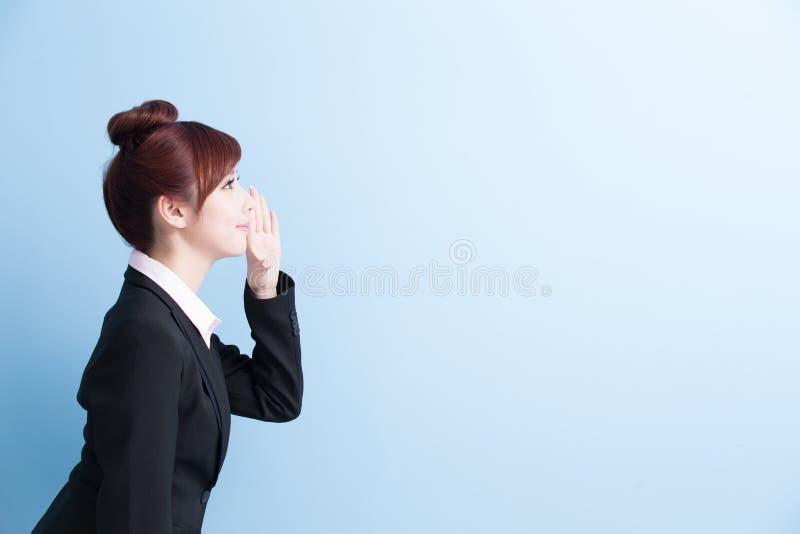 Grito de la mujer de negocios fotos de archivo