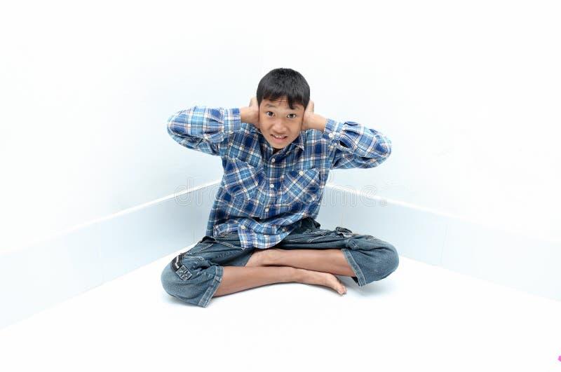 Grito do menino imagens de stock royalty free