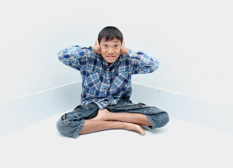 Grito do menino foto de stock