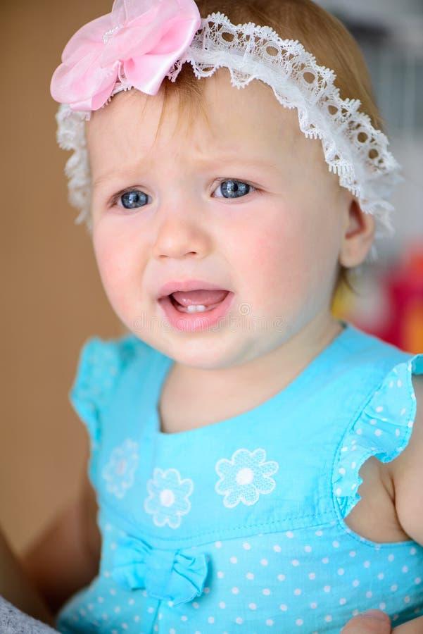 Grito pequeno do bebê fotografia de stock
