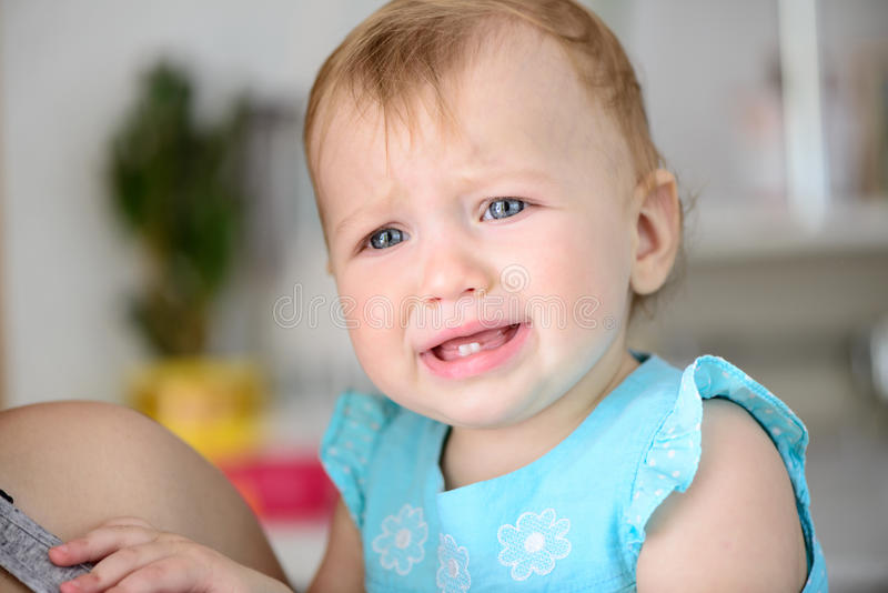 Grito pequeno do bebê fotos de stock royalty free