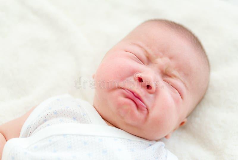 Grito recién nacido del bebé fotos de archivo libres de regalías
