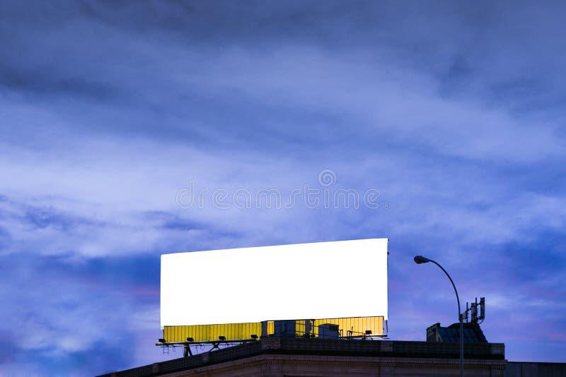 Groß, horizontal, weiß, leer, Anschlagtafel stockfotografie