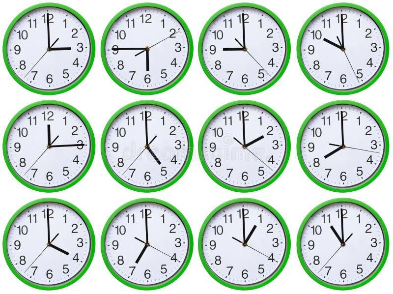 Groß, Wand, analoge Uhr lokalisiert auf weißem Hintergrund stockbilder