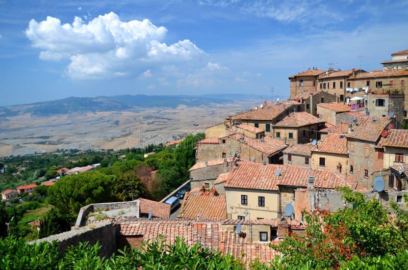 Großartige Ansicht der alten Stadt von Volterra in Toskana, Italien stockfotos
