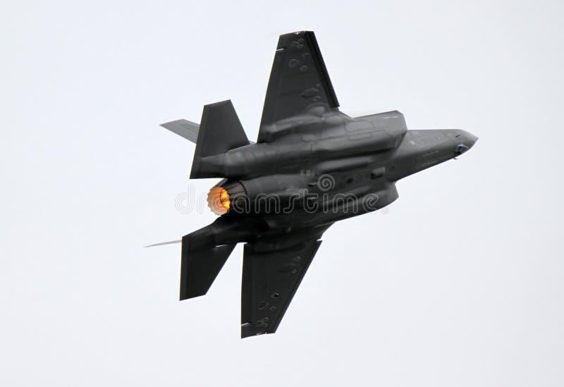Großartige hohe G-Drehung durch ein F-35, das II beleuchtet stockbilder