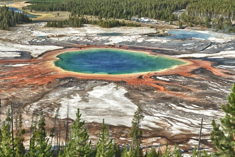 Großartige prismatische Frühlingsvogelperspektive Yellowstone stockfoto