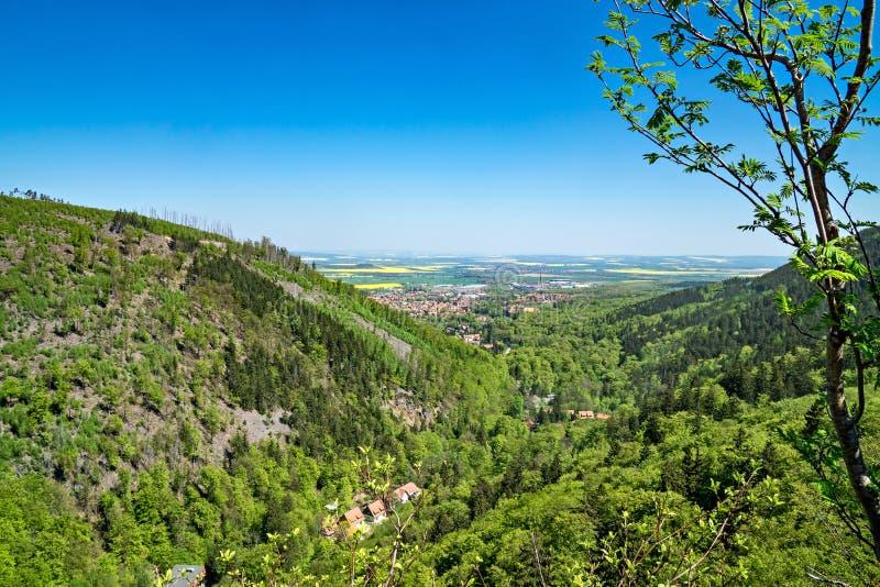 Großartige sonnige Ansicht von Ilsenburg und von Ilse-Tal, Harz-Deutscher lizenzfreie stockfotos
