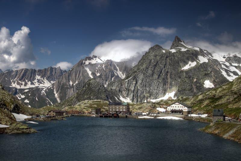 Großartiger Bernhardiner-Durchlauf, die Schweiz/Italien stockbilder