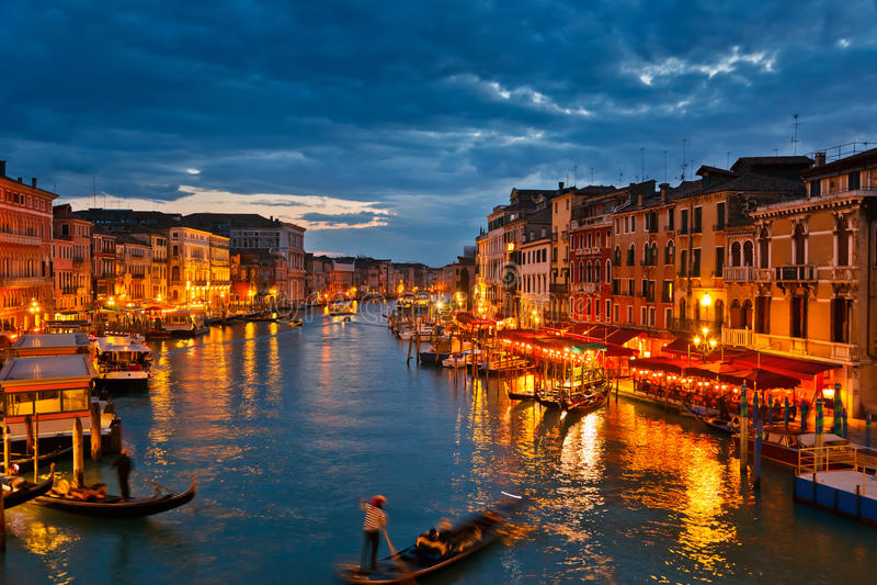 Großartiger Kanal nachts, Venedig lizenzfreie stockfotos