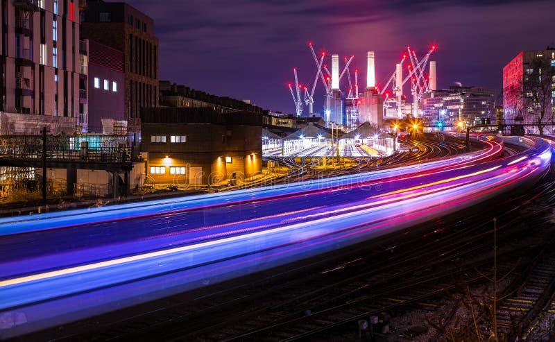 Großartiges Battersea-Kraftwerk nachts London England Europa lizenzfreie stockfotos