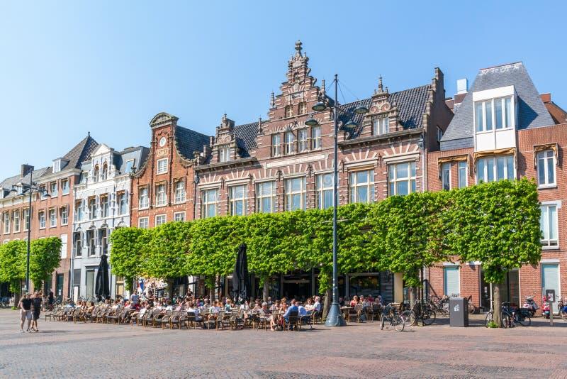 Großartiges Café auf Marktplatz, Haarlem, die Niederlande lizenzfreie stockbilder