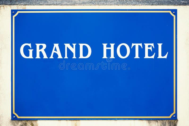 Blaues großartiges Hotelzeichen stockfotos