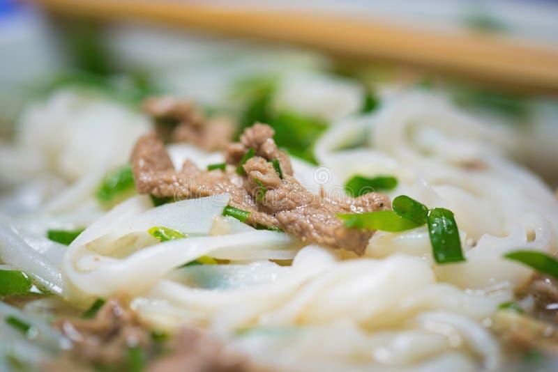 Großaufnahme der vietnamesischen Nudelsuppe genannt Pho Pho ist das berühmteste Lebensmittel in Vietnam lizenzfreie stockfotografie