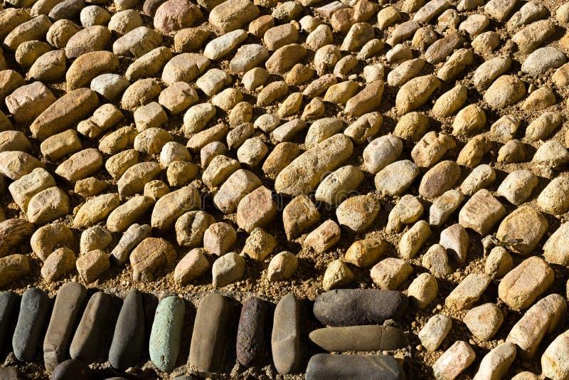Großaufnahme von hellen und dunklen Pflasterungs-Kopfsteinen, Mexiko stockfoto
