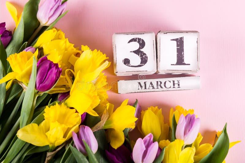 Großbritannien-Mutter-Datum am 31. März für das Jahr 2019, die Tulpen und NAR stockfoto