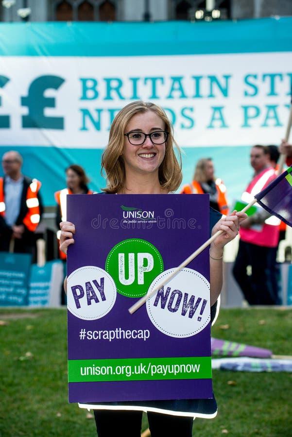 Großbritannien verdient einen Lohn-Aufstieg - beenden Sie der Demonstrationszug der Kappe jetzt stockfotos