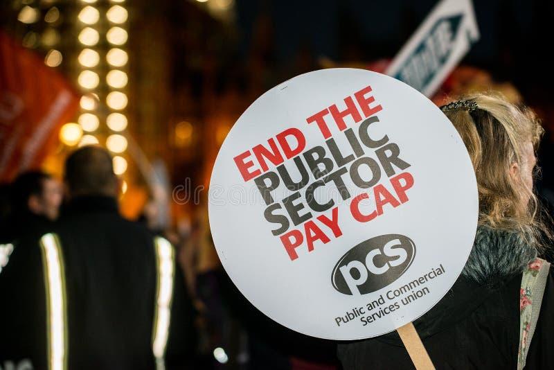 Großbritannien verdient einen Lohn-Aufstieg - beenden Sie der Demonstrationszug der Kappe jetzt lizenzfreies stockbild