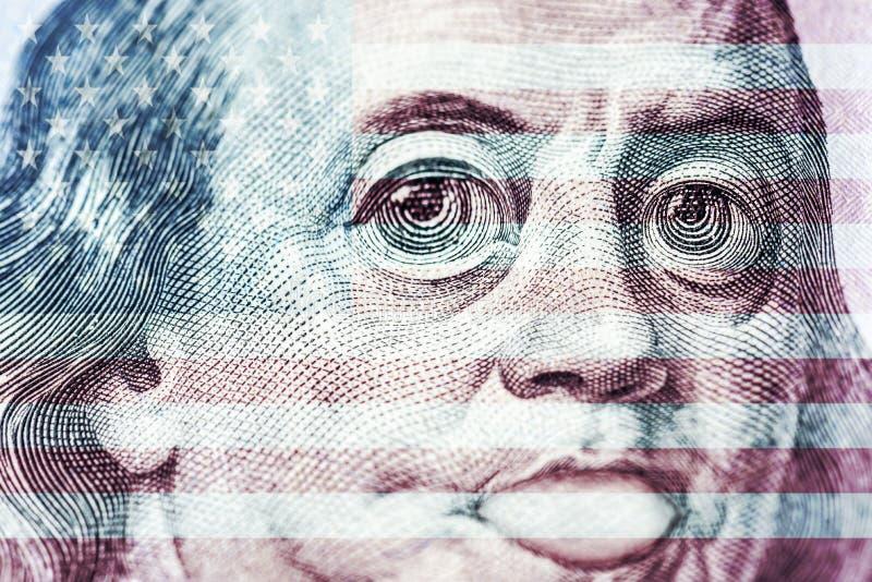 Gro?e Augen von Benjamin Franklin mit hundert Dollarschein, ein Symbol der Inflation, Anerkennung, Abwertung, Nahaufnahme lizenzfreie abbildung
