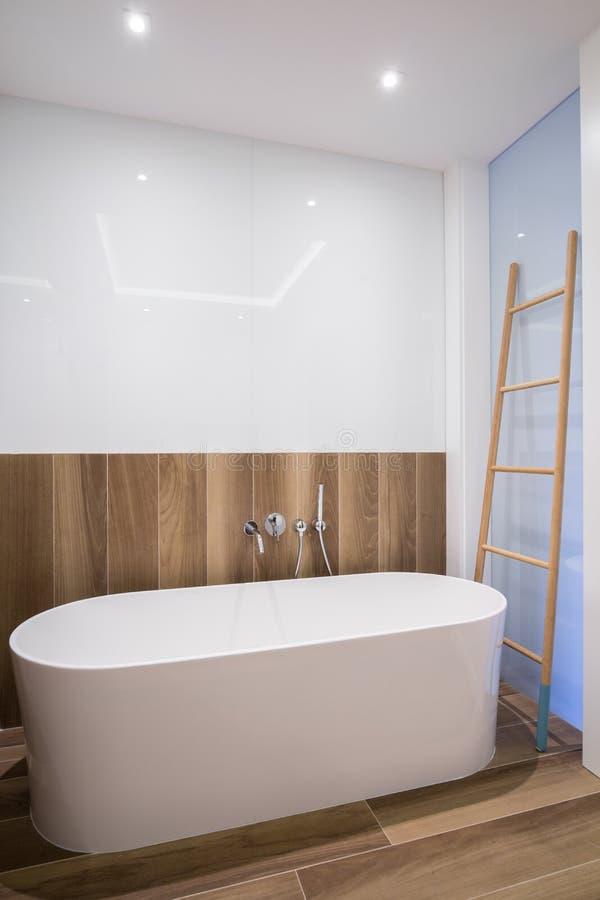 Größe Badewanne große badewanne im badezimmer stockfoto bild wanne haupt