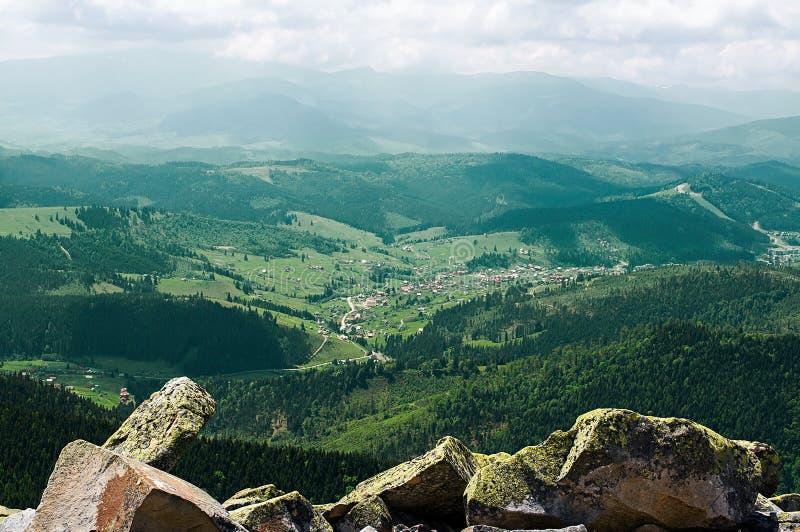 Große Berge Ukrainer Karpaten lizenzfreies stockbild