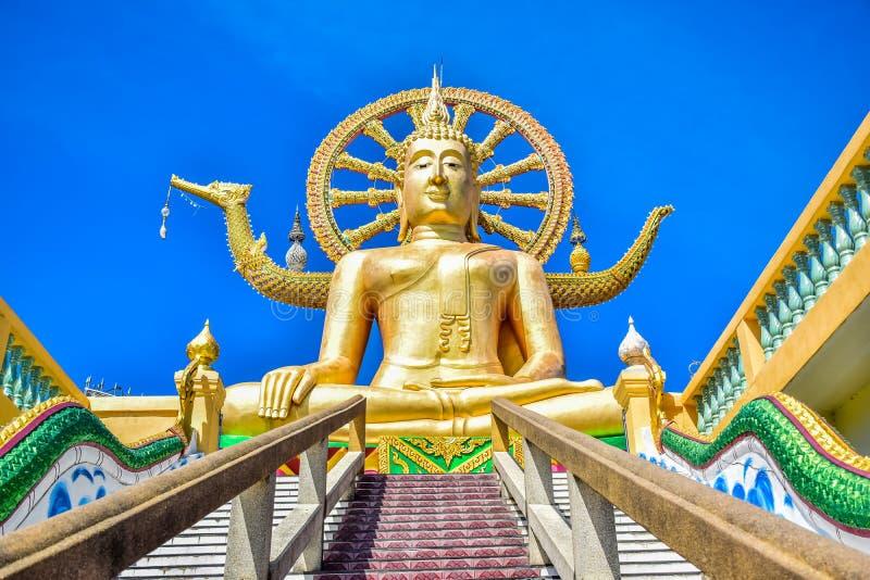 Große Buddha-Statue an Wat Phra Yai-Tempel, einer des populären touristischen Bestimmungsortes, in Samui-Insel, Thailand lizenzfreies stockbild