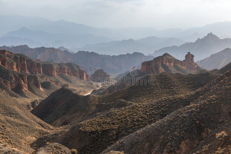 Große bunte Berge in China lizenzfreie stockbilder
