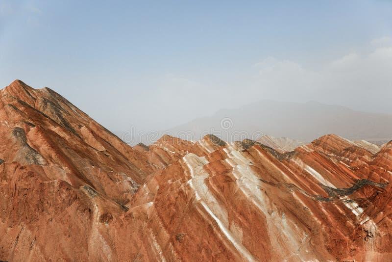 Große bunte Berge in China lizenzfreie stockfotos
