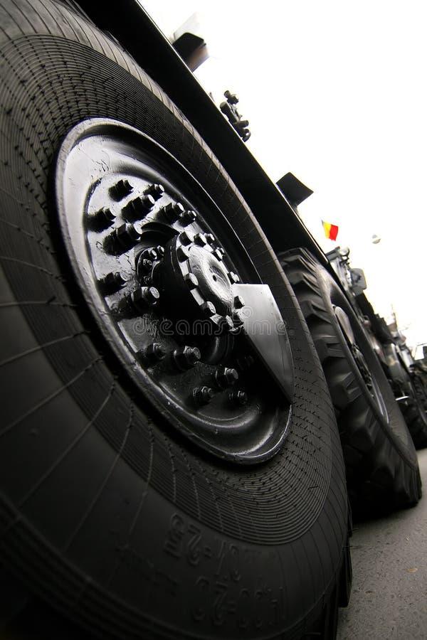Große Fahrzeug-Gummireifen stockfotos