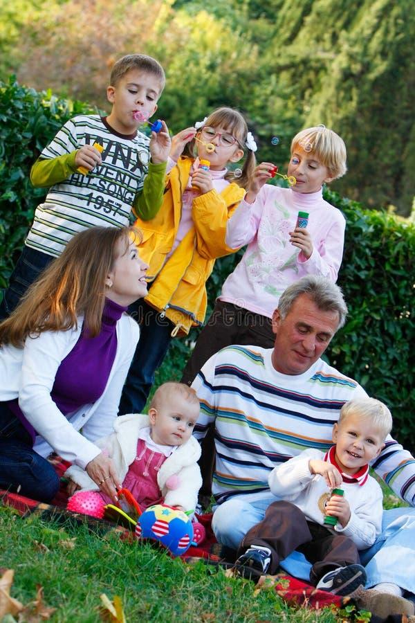 Große Familie stockbild