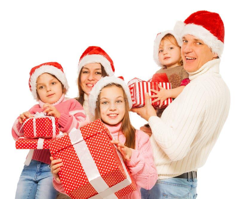Große Familie 3 scherzt mit vielen Weihnachtsgeschenken stockbilder